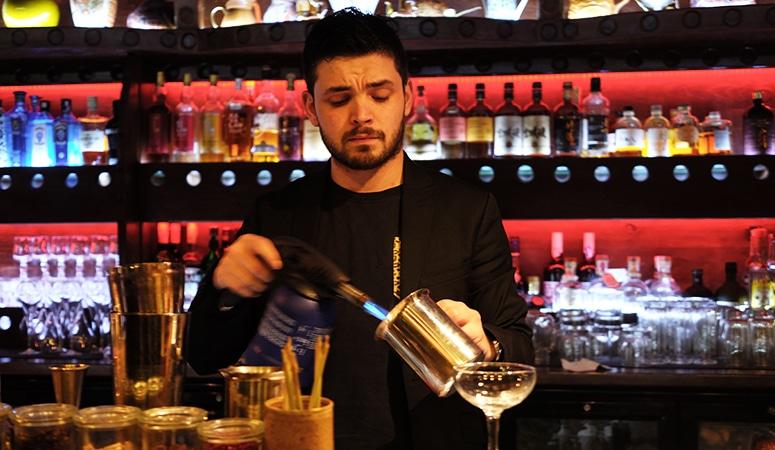 Cet instant là avec Julien Vincens du bar à cocktails le Mumbai café.